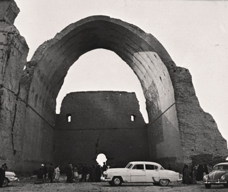 A Sasanidic palace ruin in Ktesiphon, south of Baghdad. The large arch is over 30 m high.