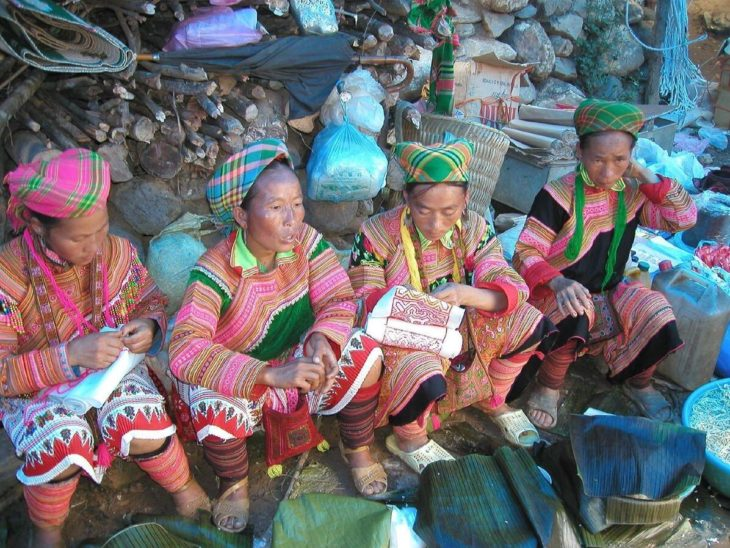 In Laos, around 280,000 hmong live