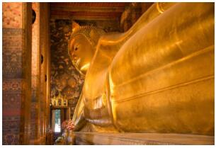 Lying and golden Buddha